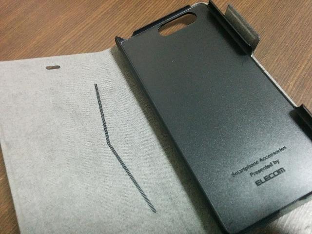 エレコム ソフトレザーケース 薄型 磁石付 ブルー PM-F03HPLFUMBU カバーを開いたところ