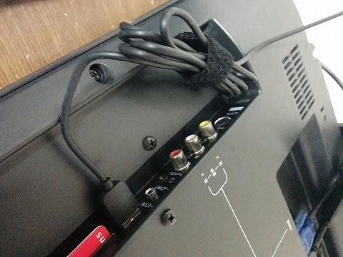 Chromecastの電源ケーブルをUSB端子に接続